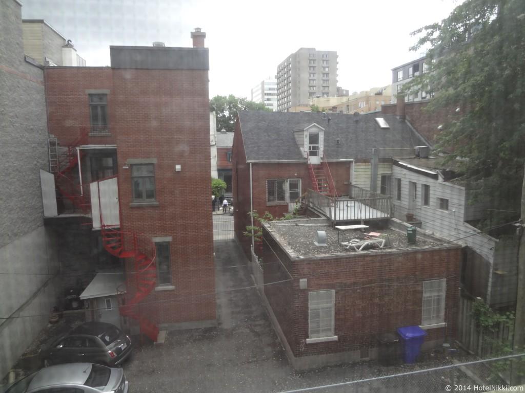 ホテル レ スイーツ ラベル モントリオール 窓からの風景