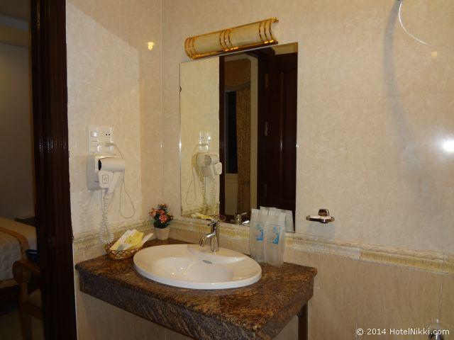 タン ホアン ロング ホテル ホーチミンシティ バスルーム