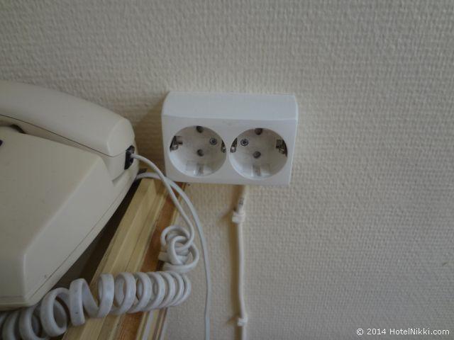 メイフェアーホテル デスクの隣の電源