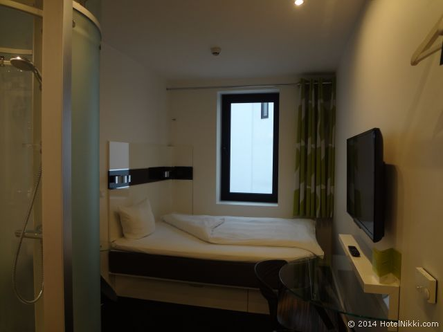 ウェイクアップコペンハーゲンボーガーゲード 細長いお部屋です