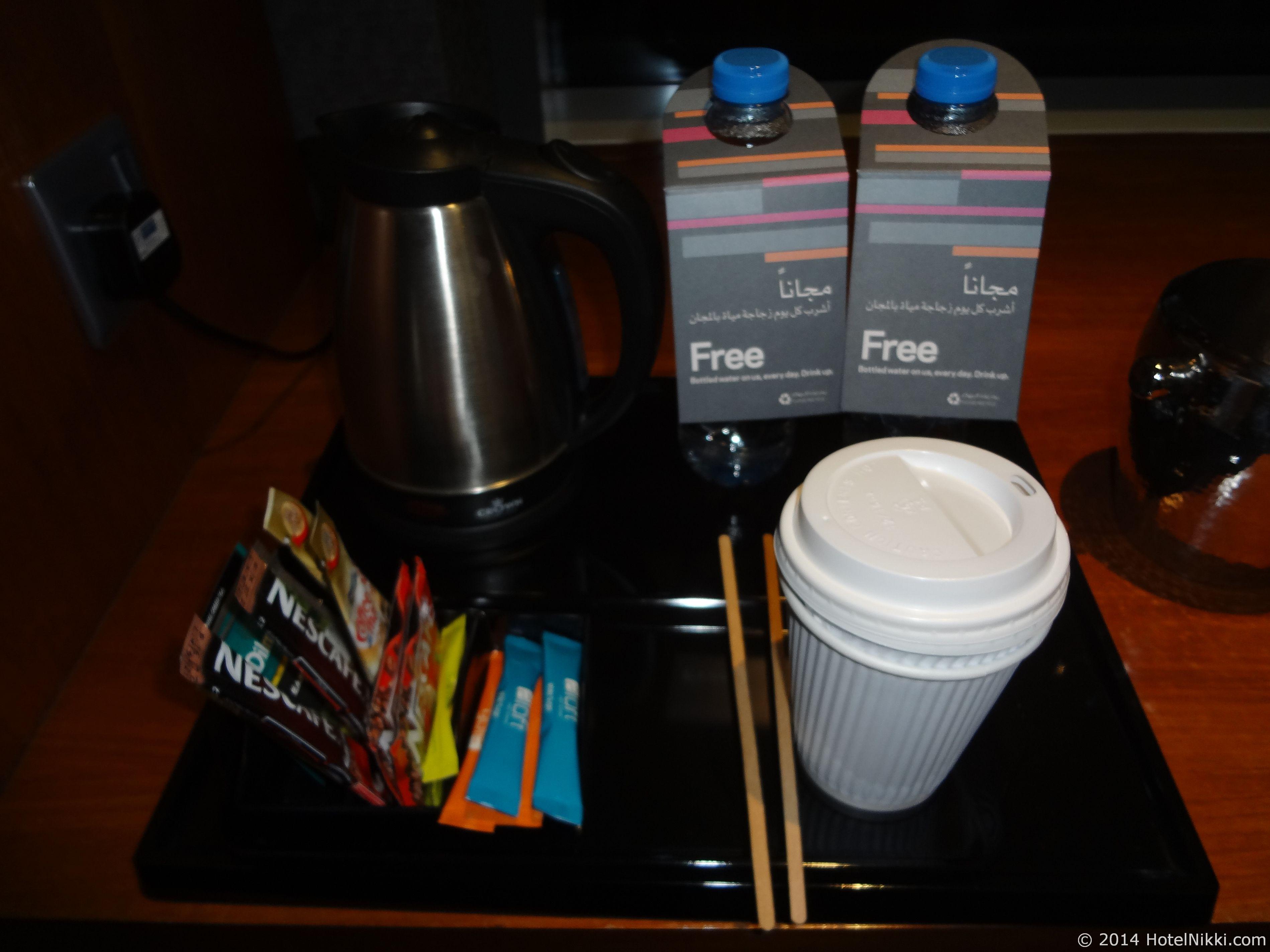 アロフトアブダビ 湯沸かし器とコーヒー、お茶セット