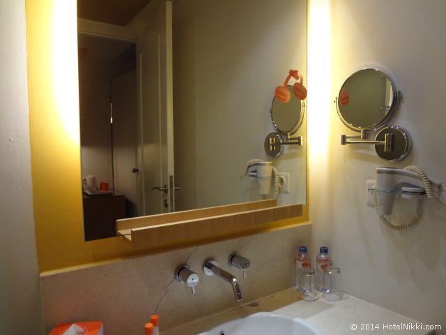 ハリス スイーツ FX スディアマン、バスルームのシンクに無料のお水あり