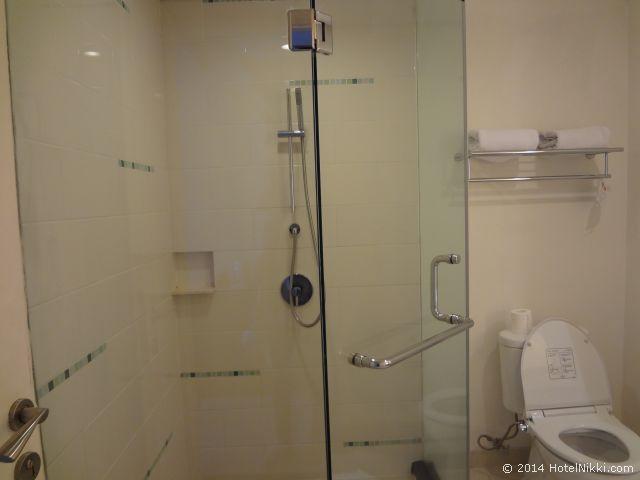 ハリス スイーツ FX スディアマン、シャワーのみのお部屋です
