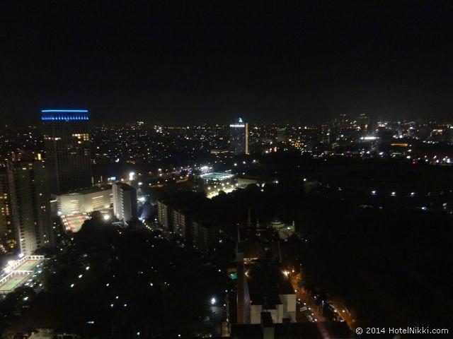 ハリス スイーツ FX スディアマン、窓からの夜景