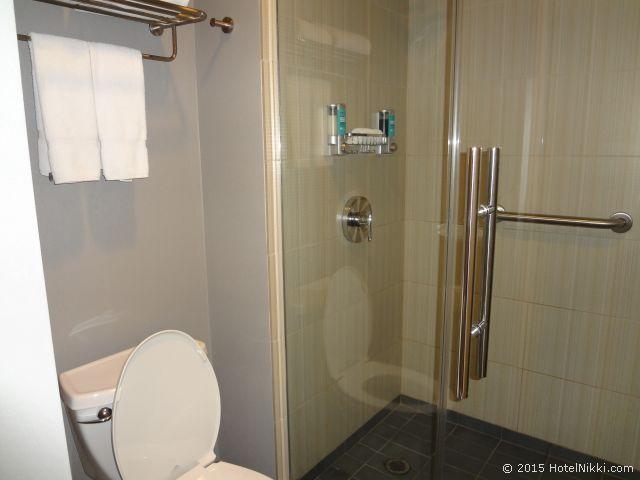 アロフト フェニックス エアポート、バスルームはシャワーのみです