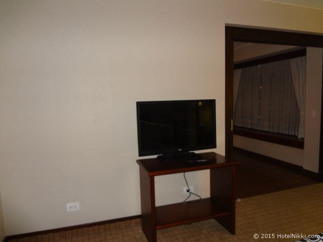 クラウン プラザ スイーツ テケンダマ ボゴタ、ベッドルームのテレビ
