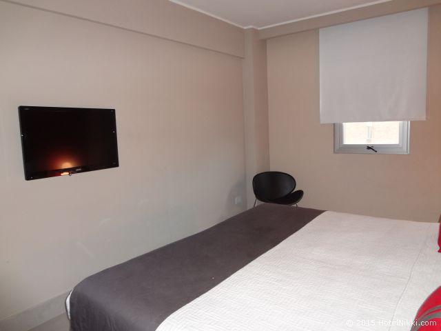 ユニーク パラシオ サン テルモ ホテル ブエノスアイレス、壁に液晶テレビ