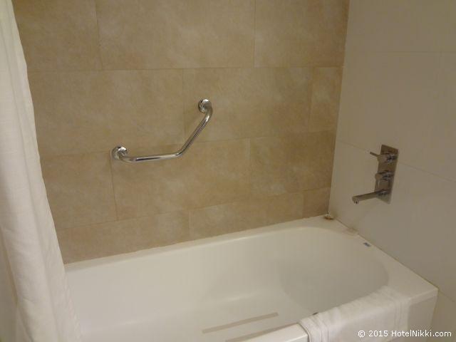 ホリデイ・イン ブエノスアイレス エセイサ エアポート、バスルームにはバスタブあり