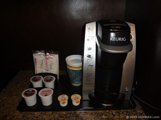 ヒルトン ガーデン イン パームスプリングス - ランチョ ミラージュ、Kuerigのシングルサーブ式コーヒーメーカー