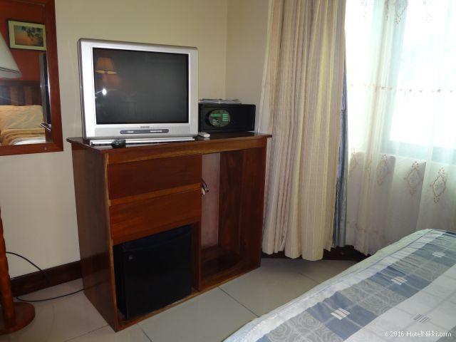 ベリーズ・キーカーカーのキーカーカープラザホテル、ブラウン管テレビと金庫