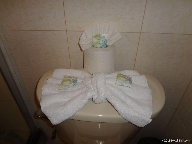 ベリーズ・キーカーカーのキーカーカープラザホテル、トイレの上にたくさんの石鹸が