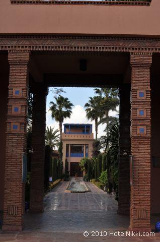 ル メリディアン エンフィス 素敵な中庭