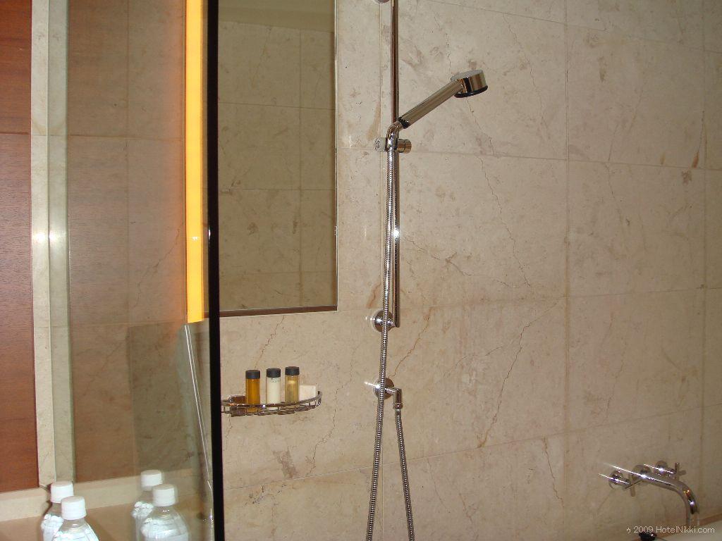 グランドハイアット東京 バスルームのシャワー