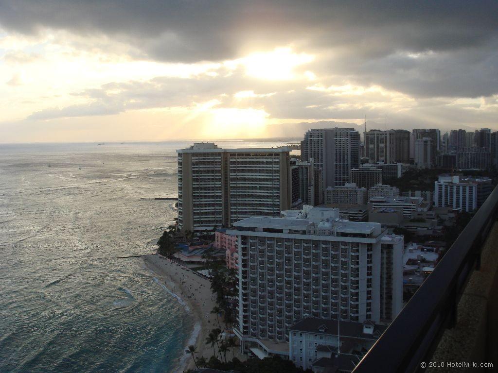 ハイアットリージェンシーワイキキビーチリゾート&スパ リージェンシークラブから見る夕焼け