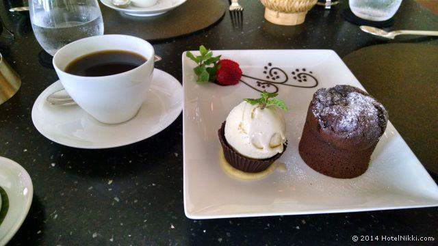 アマンジヲでランチ 噂のチョコレートケーキ