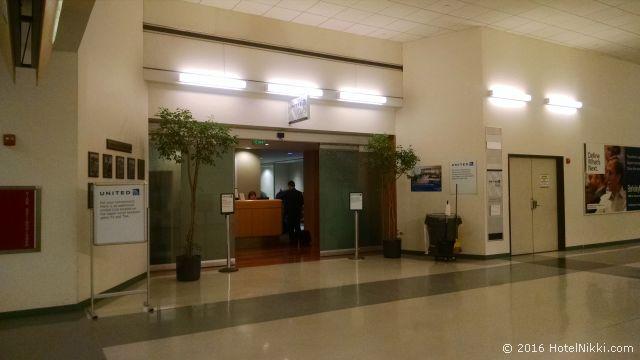 ロサンゼルス国際空港のユナイテッドクラブラウンジ、70Aゲートの手前にあります