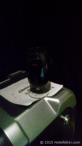 今日のフライト LAX-ORD往復 ファーストクラス搭乗記、レッドワイン