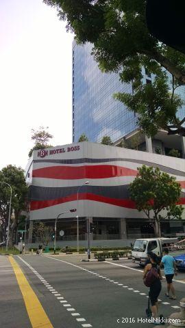 ホテルボス シンガポール、とても目立つ外観
