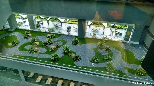 ホテルボス シンガポール、窓からの景色(中庭)