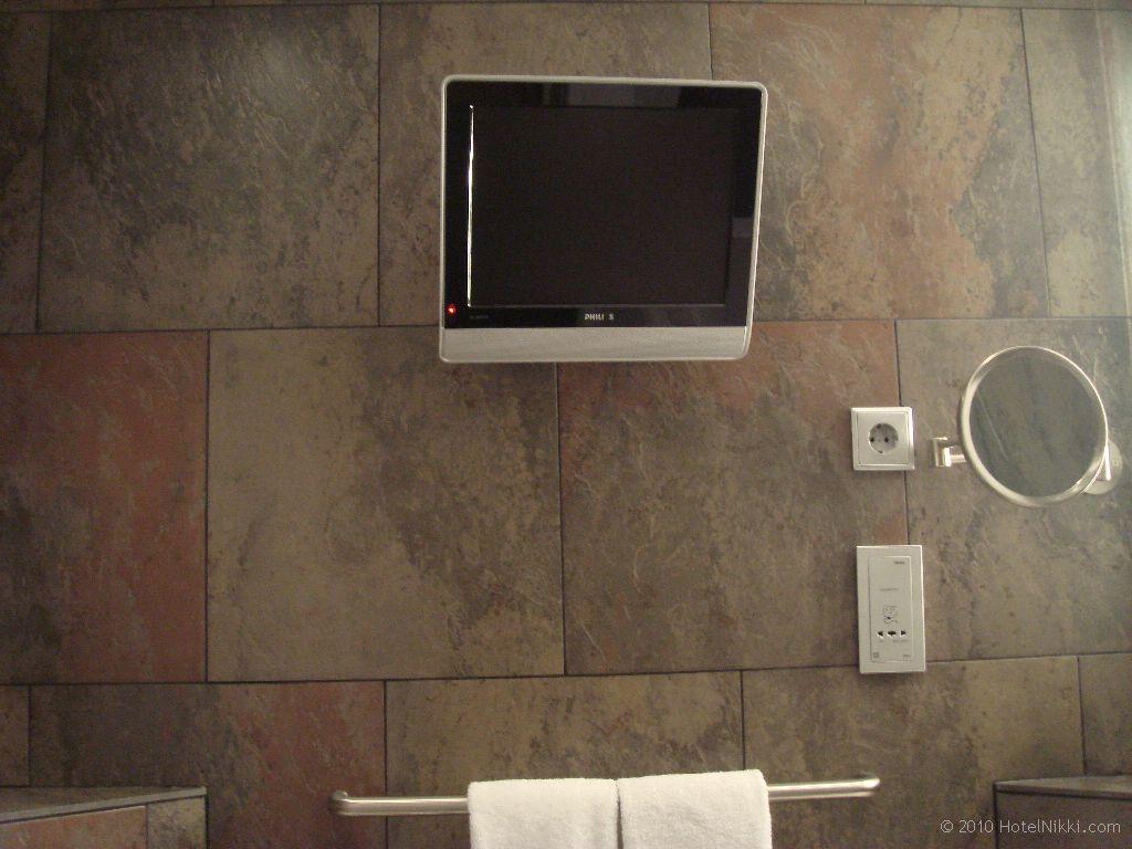 ル・メリディアン・バルセロナ バスルームのテレビ