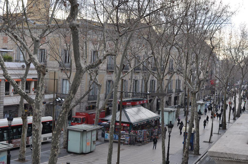 ル・メリディアン・バルセロナ 窓から眺めたストリートの様子