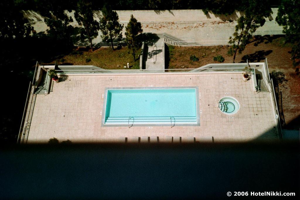 セント・レジス ロサンゼルス 窓からの眺め、プール